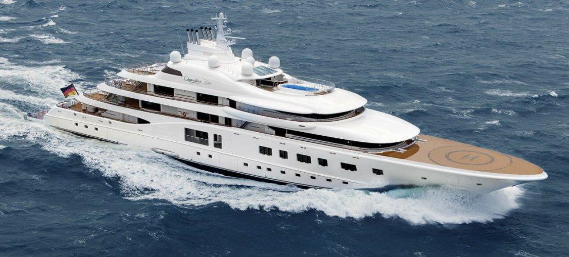 https://www.ragusanews.com/resizer/resize.php?url=https://www.ragusanews.com//immagini_articoli/11-07-2018/1531342778-1-yacht-metri-lusso-teatro-elicottero.jpg&size=1107x500c0