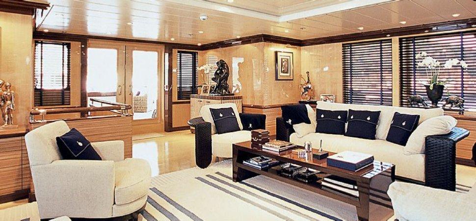 https://www.ragusanews.com/resizer/resize.php?url=https://www.ragusanews.com//immagini_articoli/11-07-2018/1531342898-2-yacht-metri-lusso-teatro-elicottero.jpg&size=1078x500c0