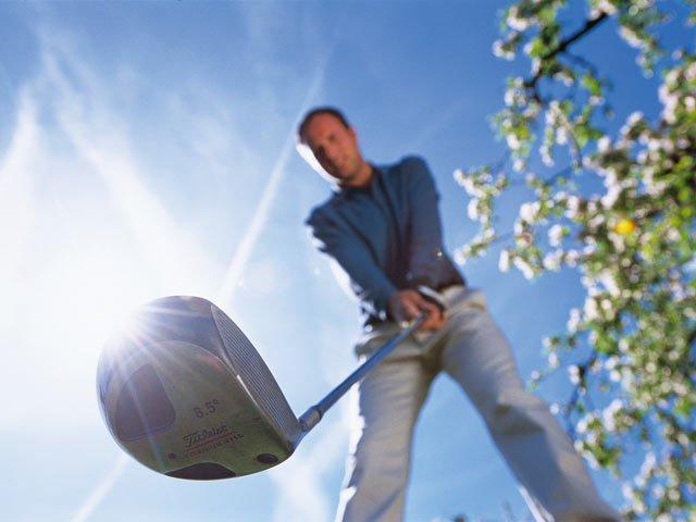 https://www.ragusanews.com/resizer/resize.php?url=https://www.ragusanews.com//immagini_articoli/11-09-2010/1396125735-nell-ora-di-educazione-fisica-lezione-di-golf.jpg&size=667x500c0