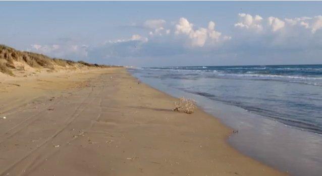 https://www.ragusanews.com/resizer/resize.php?url=https://www.ragusanews.com//immagini_articoli/11-09-2014/1410388078-0-erosione-costiera-il-video-shock-di-legambiente.jpg&size=911x500c0