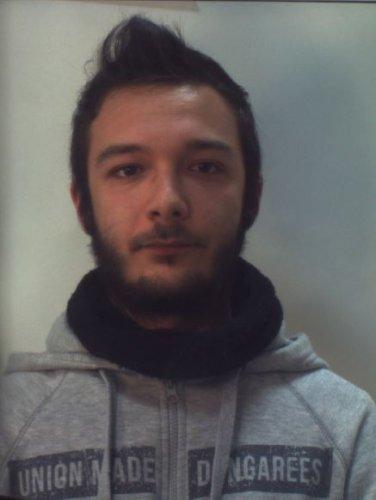 https://www.ragusanews.com/resizer/resize.php?url=https://www.ragusanews.com//immagini_articoli/11-11-2017/1510399086-1-ragusa-nascondevano-droga-letto-arrestati.jpg&size=376x500c0