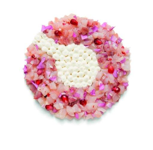 https://www.ragusanews.com/resizer/resize.php?url=https://www.ragusanews.com//immagini_articoli/11-11-2018/1541954943-1-ravioli-sono-pantone-primo-libro-ricette-colorate.jpg&size=511x500c0