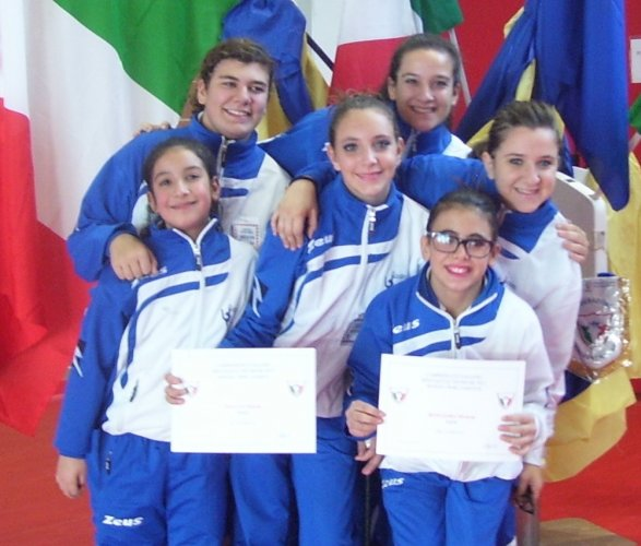 https://www.ragusanews.com/resizer/resize.php?url=https://www.ragusanews.com//immagini_articoli/11-12-2012/1396121137-i-risultati-del-twirling-scicli.jpg&size=587x500c0