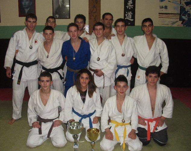 https://www.ragusanews.com/resizer/resize.php?url=https://www.ragusanews.com//immagini_articoli/11-12-2012/1396121138-la-koizumi-scicli-prima-al-torneo-judo-alle-pendici-delletna.jpg&size=633x500c0