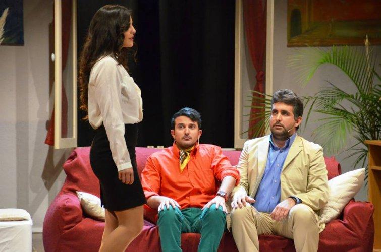https://www.ragusanews.com/resizer/resize.php?url=https://www.ragusanews.com//immagini_articoli/12-01-2014/1396118243-lamico-del-cuore-prove-di-tradimento-assistito-in-teatro-a-modica.jpg&size=755x500c0