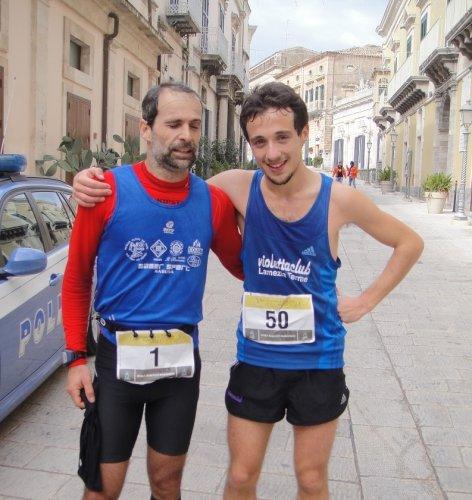 https://www.ragusanews.com/resizer/resize.php?url=https://www.ragusanews.com//immagini_articoli/12-01-2014/1396118244-sestito-vince-lundicesima-edizione-della-hybla-barocco-marathon.jpg&size=472x500c0