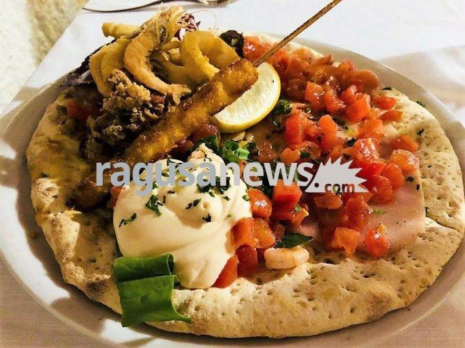 https://www.ragusanews.com/resizer/resize.php?url=https://www.ragusanews.com//immagini_articoli/12-03-2018/1520846492-1-vecchio-mulino-pizze-dolci-belle-buone-foto.jpg&size=667x500c0