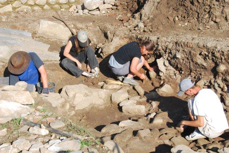 https://www.ragusanews.com/resizer/resize.php?url=https://www.ragusanews.com//immagini_articoli/12-04-2016/1460448110-0-terzo-appuntamento-con-l-archeologia.jpg&size=746x500c0