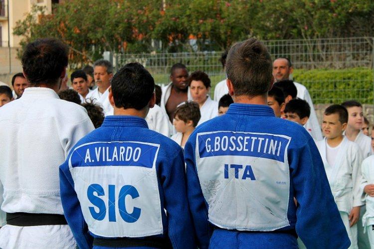 https://www.ragusanews.com/resizer/resize.php?url=https://www.ragusanews.com//immagini_articoli/12-06-2013/1396119956-gabriele-bossettini-agli-europei-di-judo.jpg&size=750x500c0