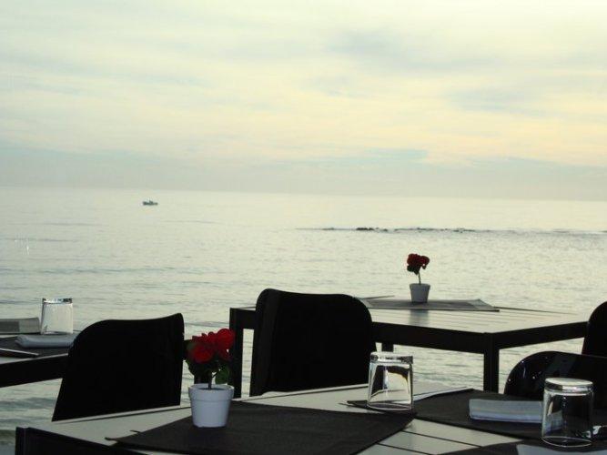 https://www.ragusanews.com/resizer/resize.php?url=https://www.ragusanews.com//immagini_articoli/12-07-2012/1396121793-sand-ristorante-sul-mare-a-punta-secca.jpg&size=667x500c0