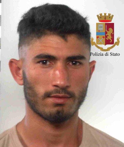https://www.ragusanews.com/resizer/resize.php?url=https://www.ragusanews.com//immagini_articoli/12-07-2018/1531377403-2-serra-marijuana-mezzo-pomodori-arresti.jpg&size=423x500c0