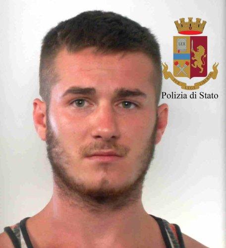 https://www.ragusanews.com/resizer/resize.php?url=https://www.ragusanews.com//immagini_articoli/12-07-2018/1531377403-3-serra-marijuana-mezzo-pomodori-arresti.jpg&size=456x500c0