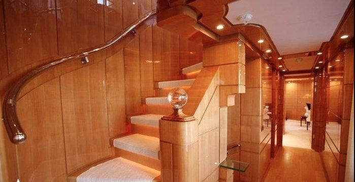 https://www.ragusanews.com/resizer/resize.php?url=https://www.ragusanews.com//immagini_articoli/12-08-2018/1534102070-1-yacht-lady-approdato-ortigia.png&size=974x500c0