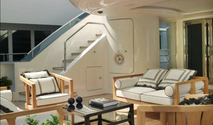 https://www.ragusanews.com/resizer/resize.php?url=https://www.ragusanews.com//immagini_articoli/12-08-2018/1534102115-1-yacht-lady-approdato-ortigia.png&size=852x500c0