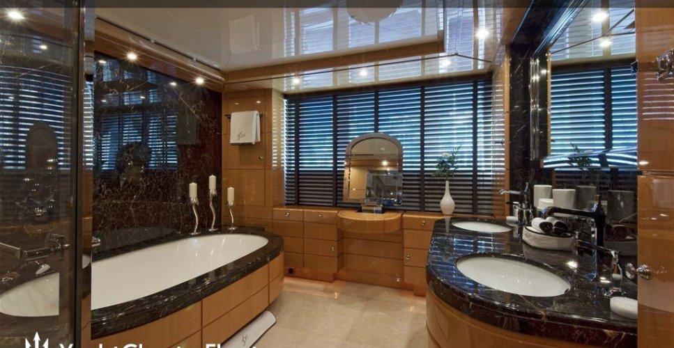 https://www.ragusanews.com/resizer/resize.php?url=https://www.ragusanews.com//immagini_articoli/12-08-2018/1534102204-4-yacht-lady-approdato-ortigia.png&size=967x500c0