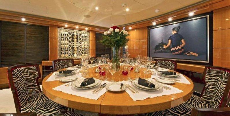 https://www.ragusanews.com/resizer/resize.php?url=https://www.ragusanews.com//immagini_articoli/12-08-2018/1534102317-2-yacht-lady-approdato-ortigia.png&size=993x500c0