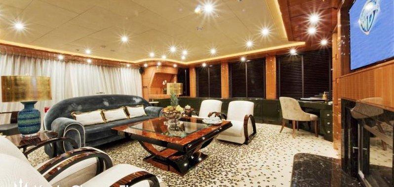 https://www.ragusanews.com/resizer/resize.php?url=https://www.ragusanews.com//immagini_articoli/12-08-2018/1534102317-4-yacht-lady-approdato-ortigia.png&size=1050x500c0