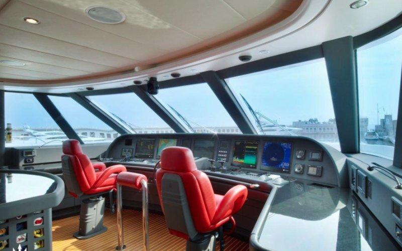 https://www.ragusanews.com/resizer/resize.php?url=https://www.ragusanews.com//immagini_articoli/12-08-2018/1534102318-5-yacht-lady-approdato-ortigia.png&size=800x500c0