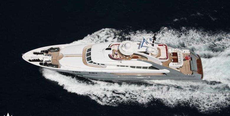 https://www.ragusanews.com/resizer/resize.php?url=https://www.ragusanews.com//immagini_articoli/12-08-2018/1534102359-1-yacht-lady-approdato-ortigia.png&size=990x500c0