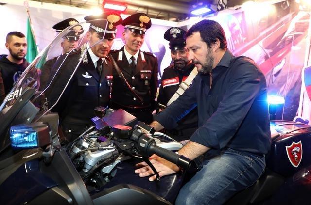 https://www.ragusanews.com/resizer/resize.php?url=https://www.ragusanews.com//immagini_articoli/12-12-2018/1544624977-1-fotogallery-matteo-salvini-ministro-hobby.jpg&size=757x500c0