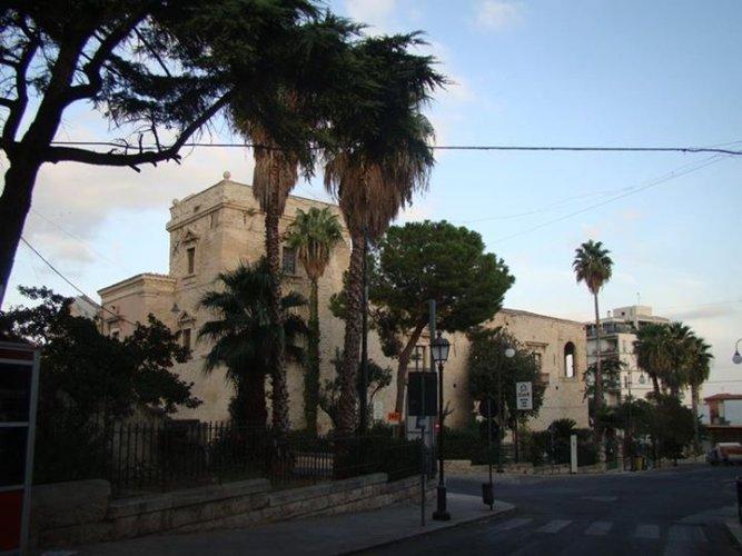 https://www.ragusanews.com/resizer/resize.php?url=https://www.ragusanews.com//immagini_articoli/13-01-2016/1452713182-1-il-castello-aragonese-di-comiso-scrigno-di-tesori.jpg&size=667x500c0