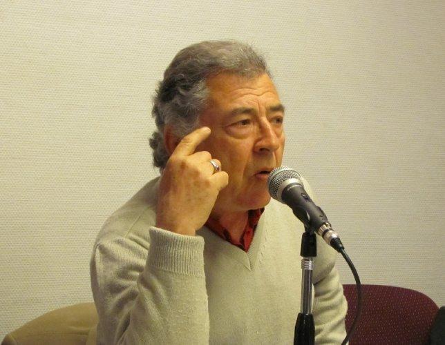 https://www.ragusanews.com/resizer/resize.php?url=https://www.ragusanews.com//immagini_articoli/13-02-2013/1396120821-eduardo-dalter-il-poeta-argentino-con-radici-iblee.jpg&size=644x500c0