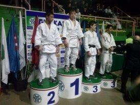 https://www.ragusanews.com/resizer/resize.php?url=https://www.ragusanews.com//immagini_articoli/13-02-2013/1396120827-judo-gabriele-bossettini-campione-italiano.jpg&size=665x500c0