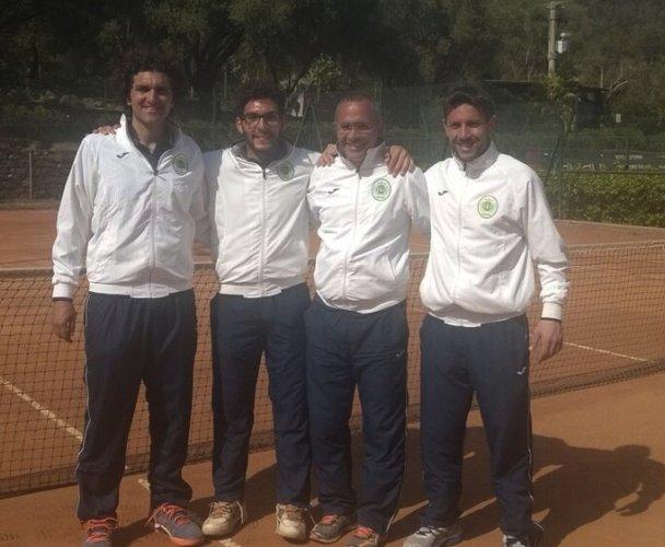 https://www.ragusanews.com/resizer/resize.php?url=https://www.ragusanews.com//immagini_articoli/13-04-2015/1428876866-0-tennis-d1-schiacciante-vittoria-del-tc-ispica-all-esordio-di-categoria.jpg&size=608x500c0