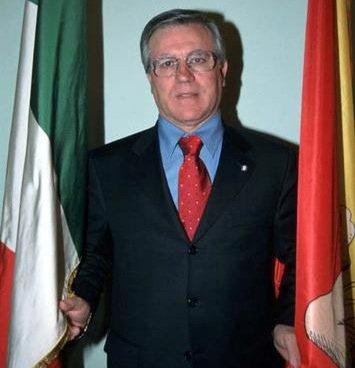 https://www.ragusanews.com/resizer/resize.php?url=https://www.ragusanews.com//immagini_articoli/13-05-2011/1396124151-riccardo-minardo-e-il-copai-gate-il-giorno-del-giudizio-resta-ai-domiciliari.jpg&size=482x500c0