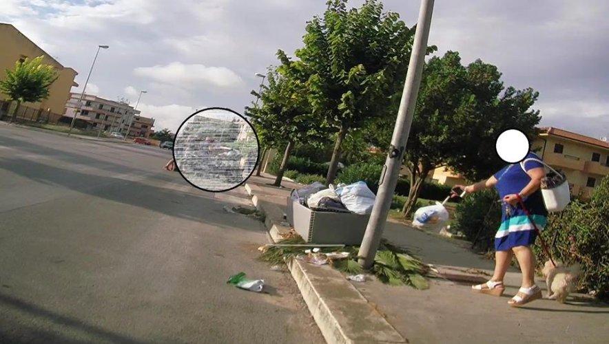 https://www.ragusanews.com/resizer/resize.php?url=https://www.ragusanews.com//immagini_articoli/13-11-2018/1542141938-2-cassi-pubblica-foto-ragusani-sporcano.jpg&size=884x500c0