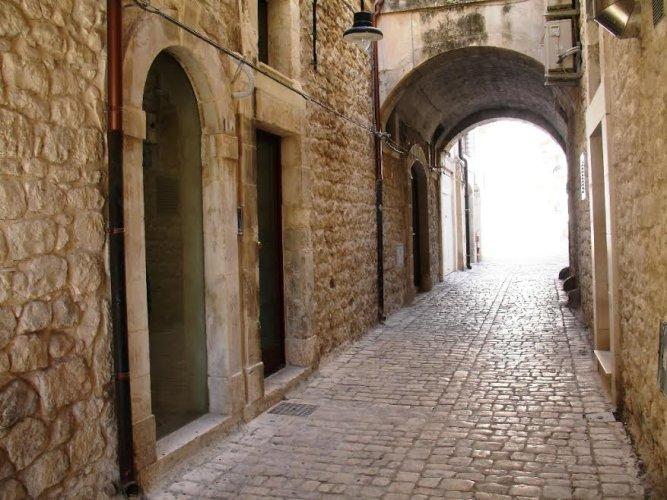 https://www.ragusanews.com/resizer/resize.php?url=https://www.ragusanews.com//immagini_articoli/13-12-2014/1418489040-0-vacanze-unesco-presenta-il-palazzotto-arco-castro.jpg&size=667x500c0