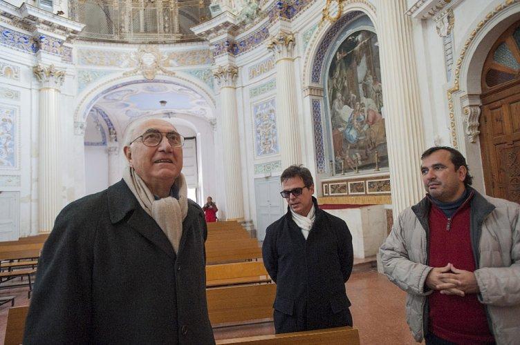 https://www.ragusanews.com/resizer/resize.php?url=https://www.ragusanews.com//immagini_articoli/14-01-2014/1396118227-quando-il-piu-amato-dagli-italiani-incontro-la-madonna-a-cavallo-pippo-baudo-a-scicli.jpg&size=752x500c0