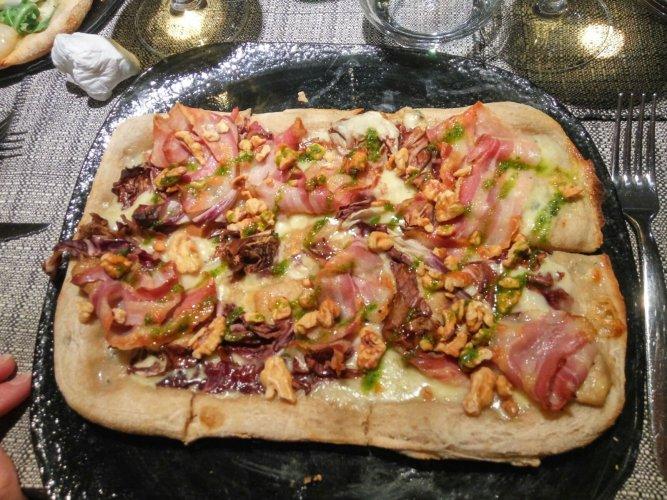 https://www.ragusanews.com/resizer/resize.php?url=https://www.ragusanews.com//immagini_articoli/14-01-2018/1515928592-1-modica-allhostaria-musica-vera-pizza-gourmet.jpg&size=667x500c0