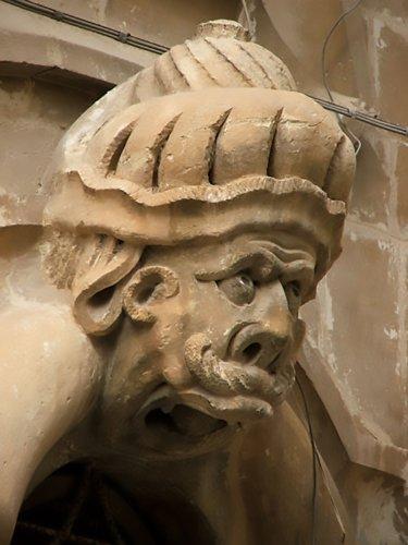 https://www.ragusanews.com/resizer/resize.php?url=https://www.ragusanews.com//immagini_articoli/14-01-2019/1547487245-1-schiavi-pietra-palazzo-beneventano-scicli.jpg&size=375x500c0