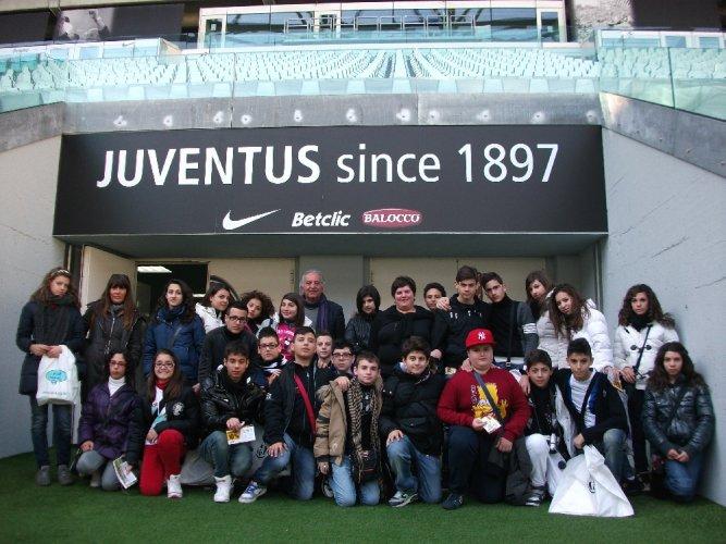 https://www.ragusanews.com/resizer/resize.php?url=https://www.ragusanews.com//immagini_articoli/14-03-2012/1396122447-gli-alunni-della-scuola-sciascia-visitano-i-luoghi-del-risorgimento.jpg&size=667x500c0