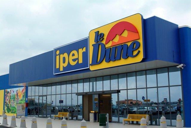 https://www.ragusanews.com/resizer/resize.php?url=https://www.ragusanews.com//immagini_articoli/14-03-2015/1426361977-0-furto-al-supermercato-le-dune.jpg&size=748x500c0