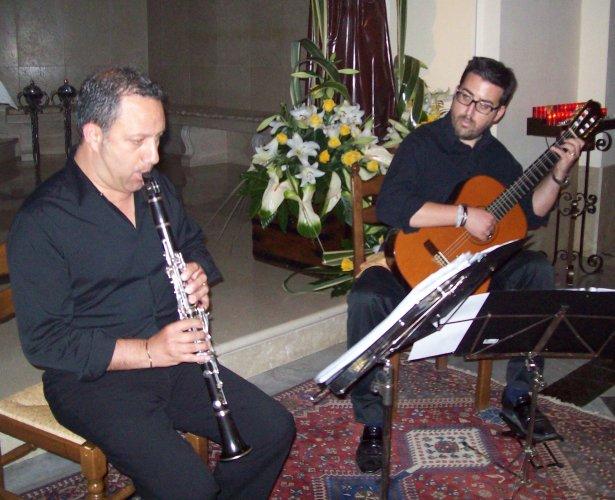 https://www.ragusanews.com/resizer/resize.php?url=https://www.ragusanews.com//immagini_articoli/14-06-2015/1434294526-0-sant-antonio-concerto-del-duo-armonyco-a-chiaramonte.jpg&size=615x500c0