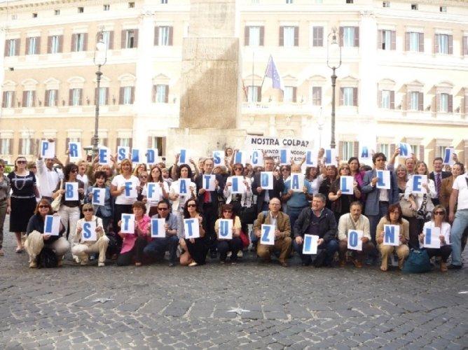 https://www.ragusanews.com/resizer/resize.php?url=https://www.ragusanews.com//immagini_articoli/14-10-2010/1396125470-presidi-siciliani-todos-caballeros.jpg&size=668x500c0