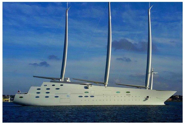 lo yacht pi bello del mondo nel mare di scicli foto