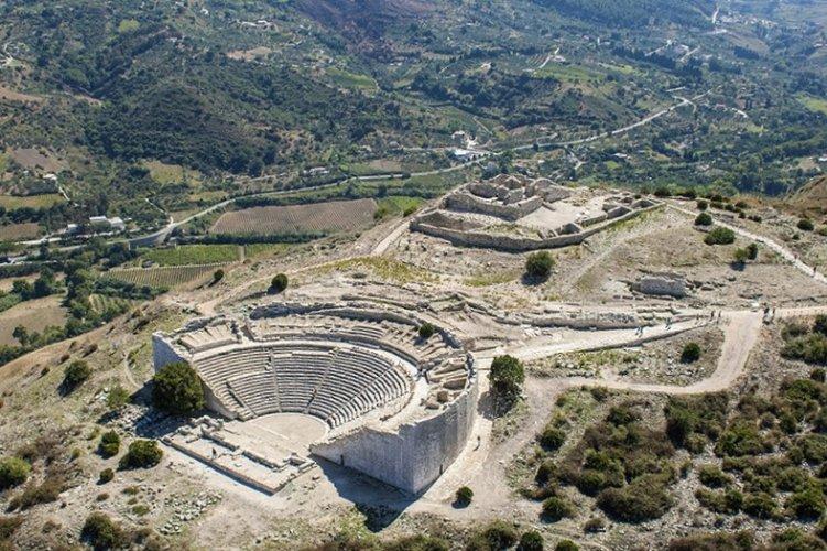 https://www.ragusanews.com/resizer/resize.php?url=https://www.ragusanews.com//immagini_articoli/14-11-2018/1542217451-1-sicilia-vista-luigi-nifosi-mostra-modica-foto.jpg&size=751x500c0
