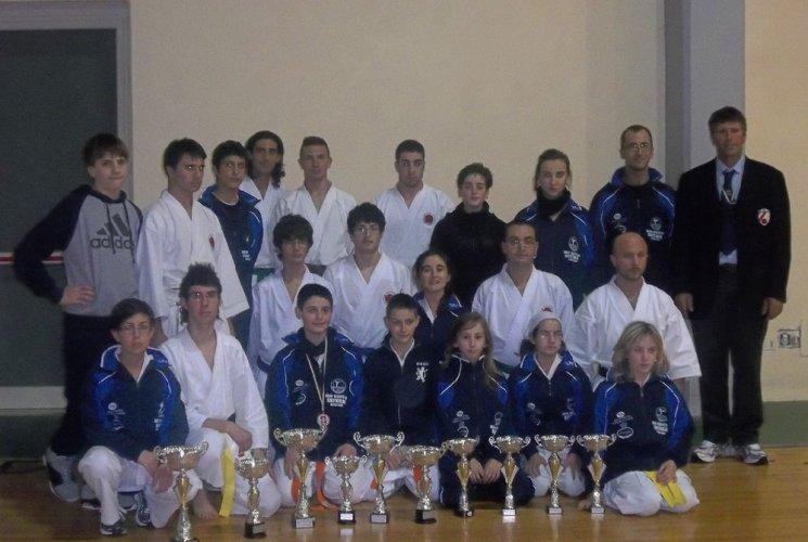 https://www.ragusanews.com/resizer/resize.php?url=https://www.ragusanews.com//immagini_articoli/14-12-2011/1396122874-ottimi-risultati-del-dojo-karate-do-shotokan.jpg&size=745x500c0