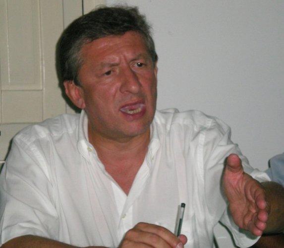 https://www.ragusanews.com/resizer/resize.php?url=https://www.ragusanews.com//immagini_articoli/15-01-2014/1396118214-spese-pazze-leontini-pago-una-multa-e-dei-gioielli-coi-soldi-della-regione.jpg&size=573x500c0