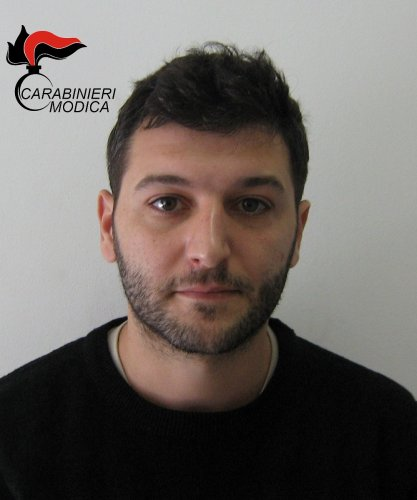 https://www.ragusanews.com/resizer/resize.php?url=https://www.ragusanews.com//immagini_articoli/15-03-2016/1458038283-0-droga-arrestato-flavio-cannizzaro.jpg&size=417x500c0