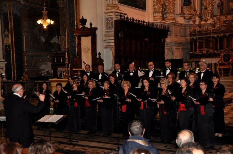 https://www.ragusanews.com/resizer/resize.php?url=https://www.ragusanews.com//immagini_articoli/15-04-2014/1397558982-concerto-di-pasqua-del-coro-monteverdi.jpg&size=753x500c0