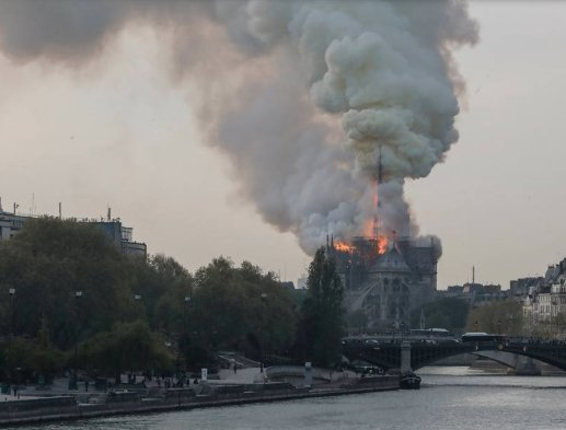https://www.ragusanews.com/resizer/resize.php?url=https://www.ragusanews.com//immagini_articoli/15-04-2019/1555349785-1-incendio-cattedrale-notre-dame-parigi.png&size=658x500c0