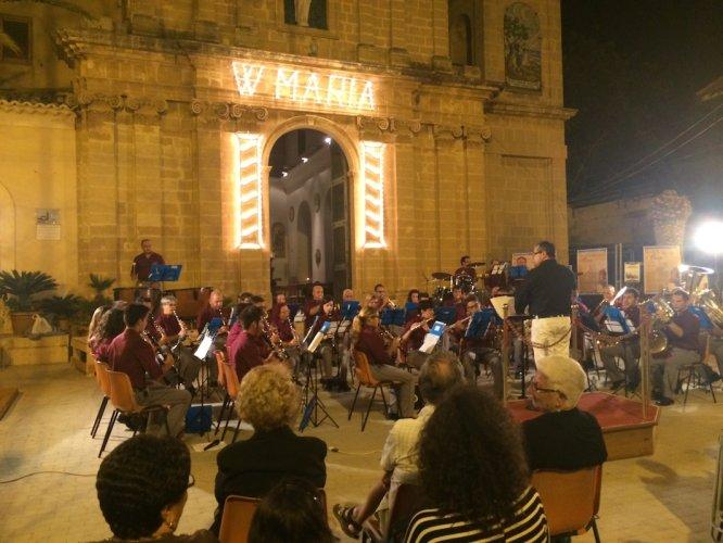 https://www.ragusanews.com/resizer/resize.php?url=https://www.ragusanews.com//immagini_articoli/15-08-2014/1408125446-0-donnalucata-concerto-della-banda-in-onore-alla-madonna.jpg&size=666x500c0