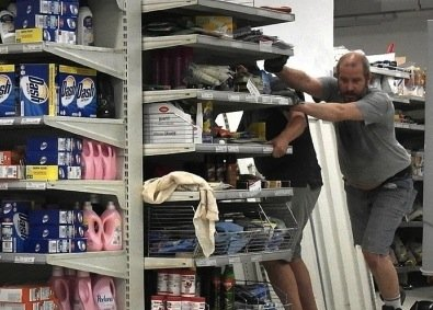 https://www.ragusanews.com/resizer/resize.php?url=https://www.ragusanews.com//immagini_articoli/15-09-2015/1442347955-0-mi-licenzi-e-io-licenziato-mi-compro-il-supermercato.jpg&size=698x500c0