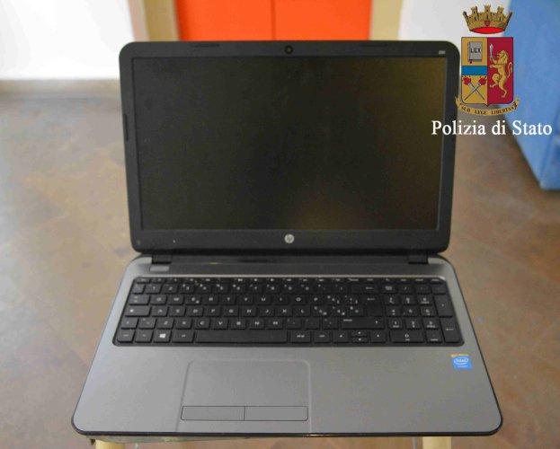 https://www.ragusanews.com/resizer/resize.php?url=https://www.ragusanews.com//immagini_articoli/16-01-2018/1516116403-5-computer-tablet-denunciato-ricettatore-albanese-foto.jpg&size=623x500c0