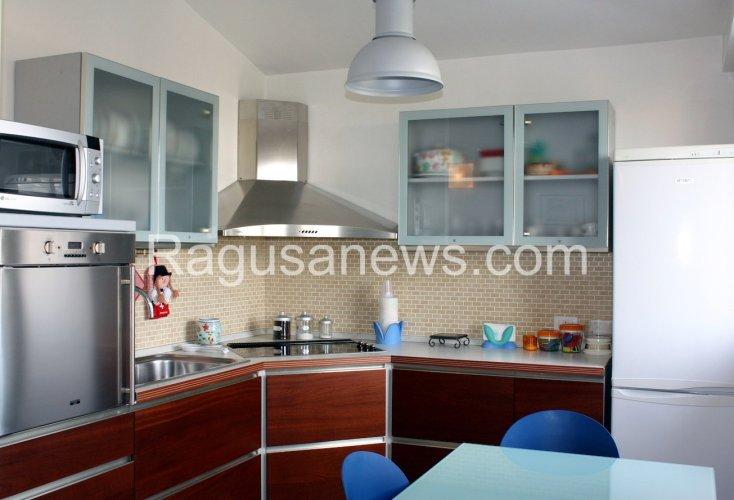 https://www.ragusanews.com/resizer/resize.php?url=https://www.ragusanews.com//immagini_articoli/16-03-2015/1426494401-0-affitto-appartamento-a-donnalucata.jpg&size=734x500c0
