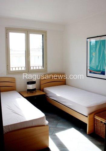 https://www.ragusanews.com/resizer/resize.php?url=https://www.ragusanews.com//immagini_articoli/16-03-2015/1426494915-1-affitto-appartamento-a-donnalucata.jpg&size=350x500c0